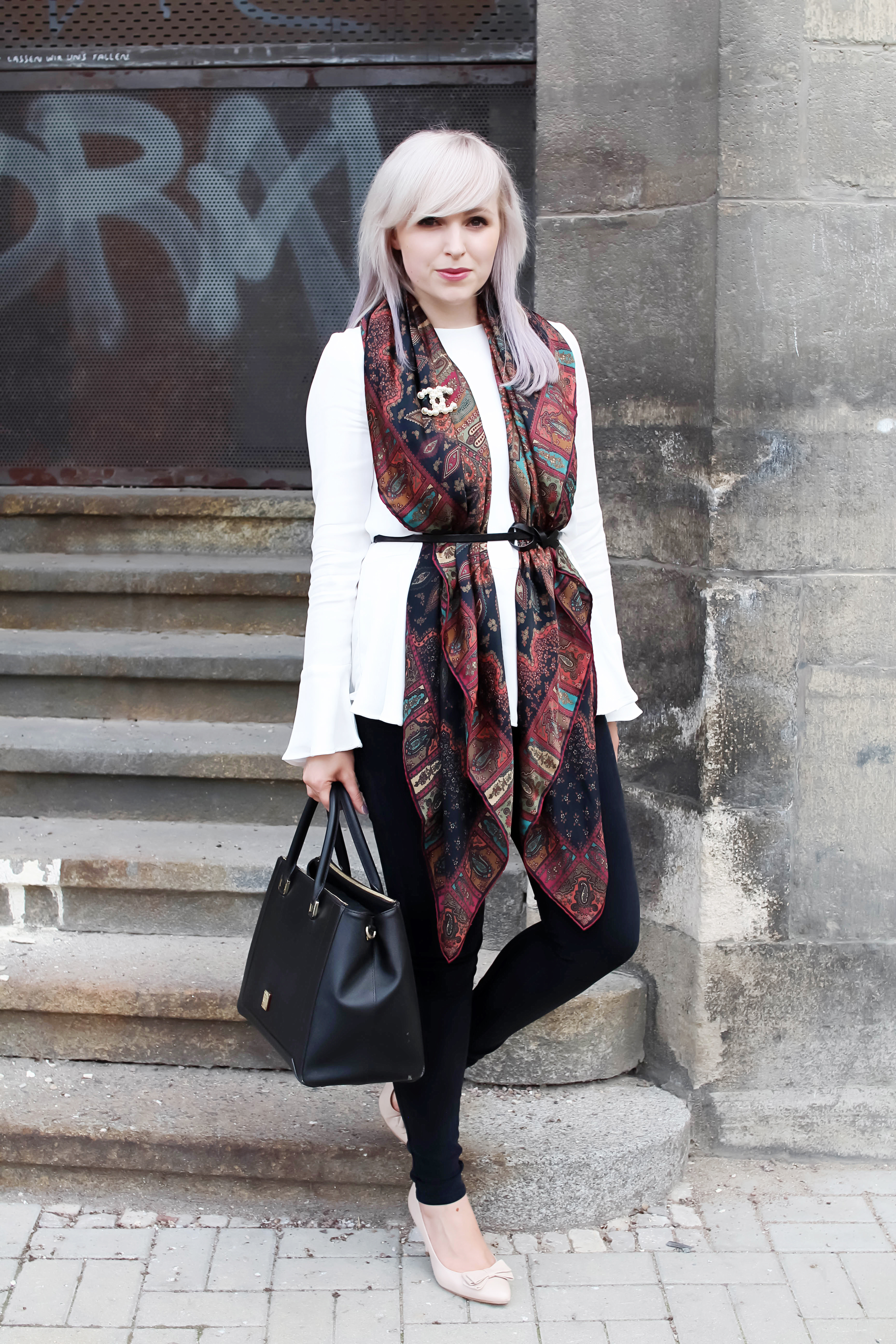 How to wear a silk scarf with Roeckl