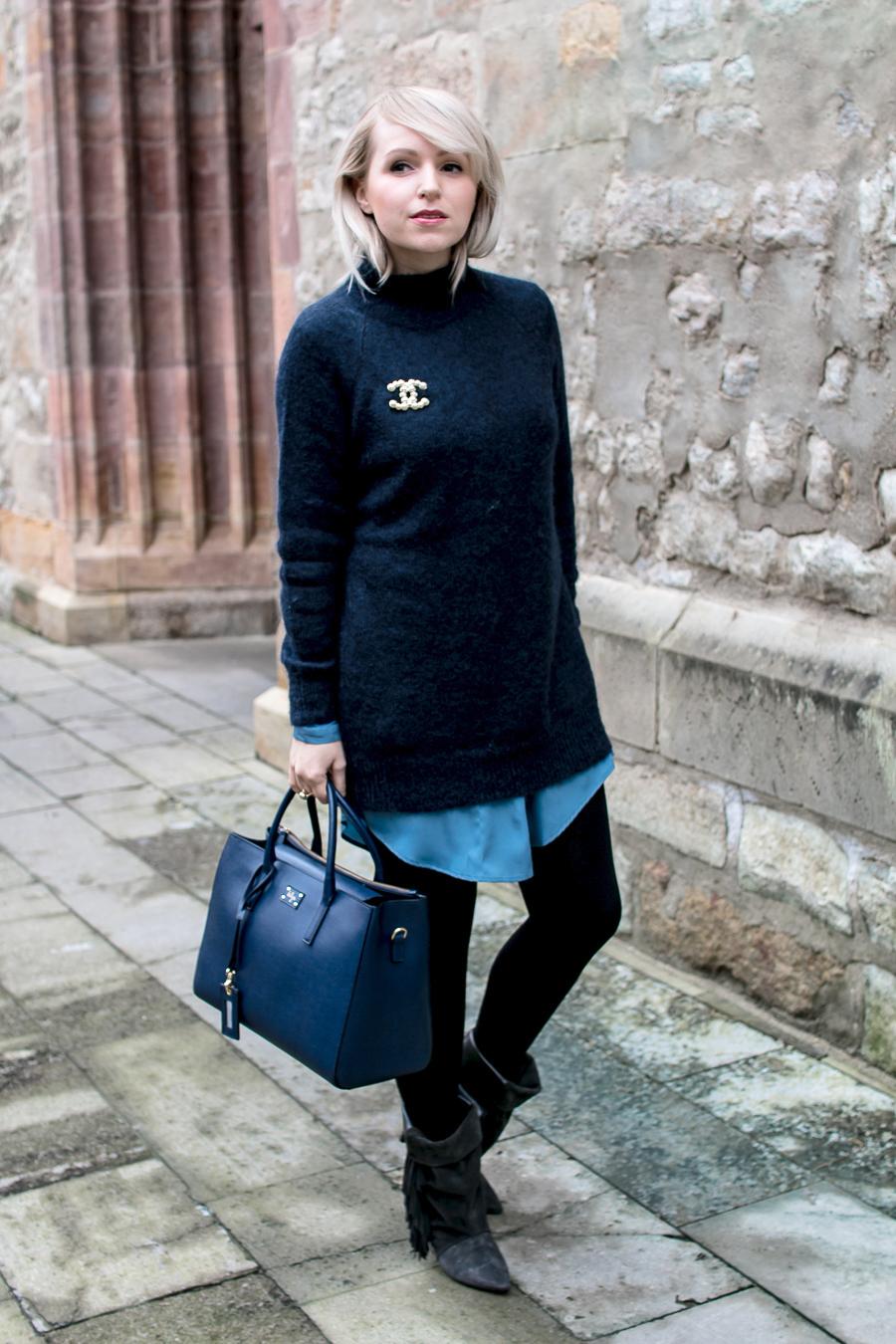 wearing colour blue