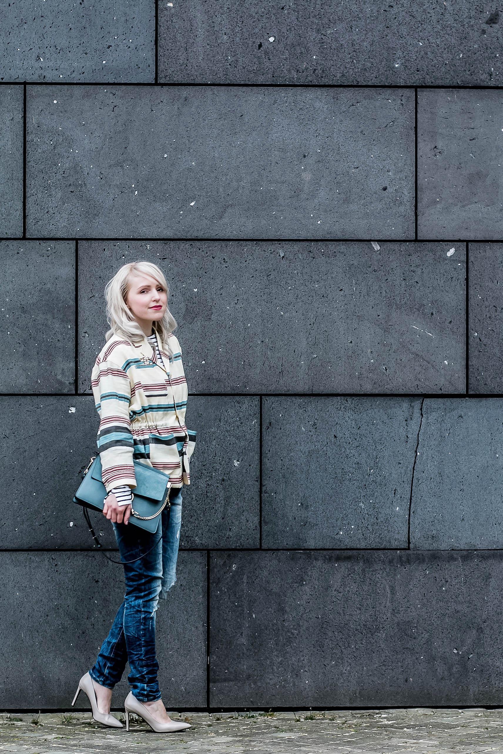 Auf dem Boden geblieben in Chanel und H&M Trend_7