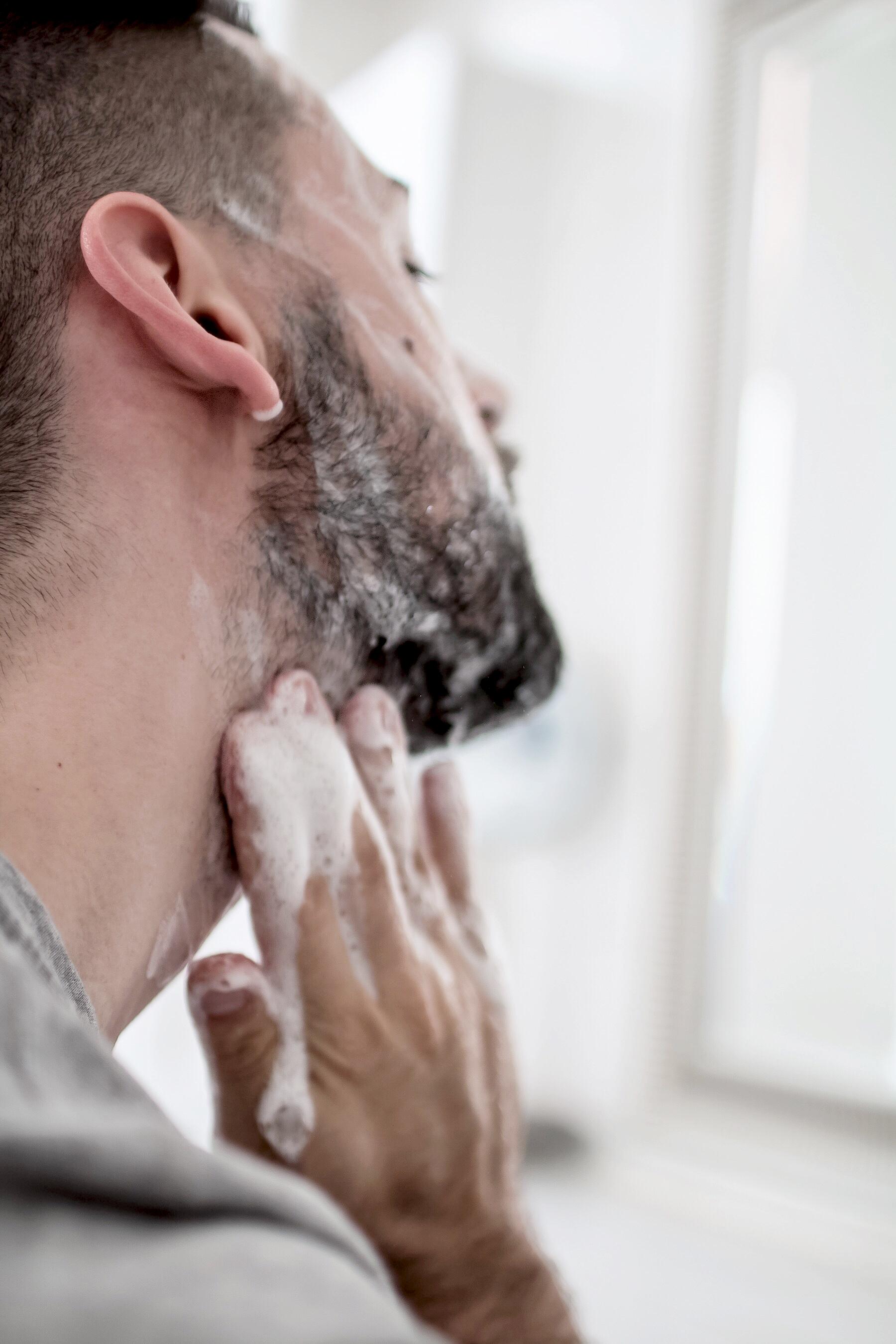 Kuess mich, weil du Bart traegst // zukkermaedchen