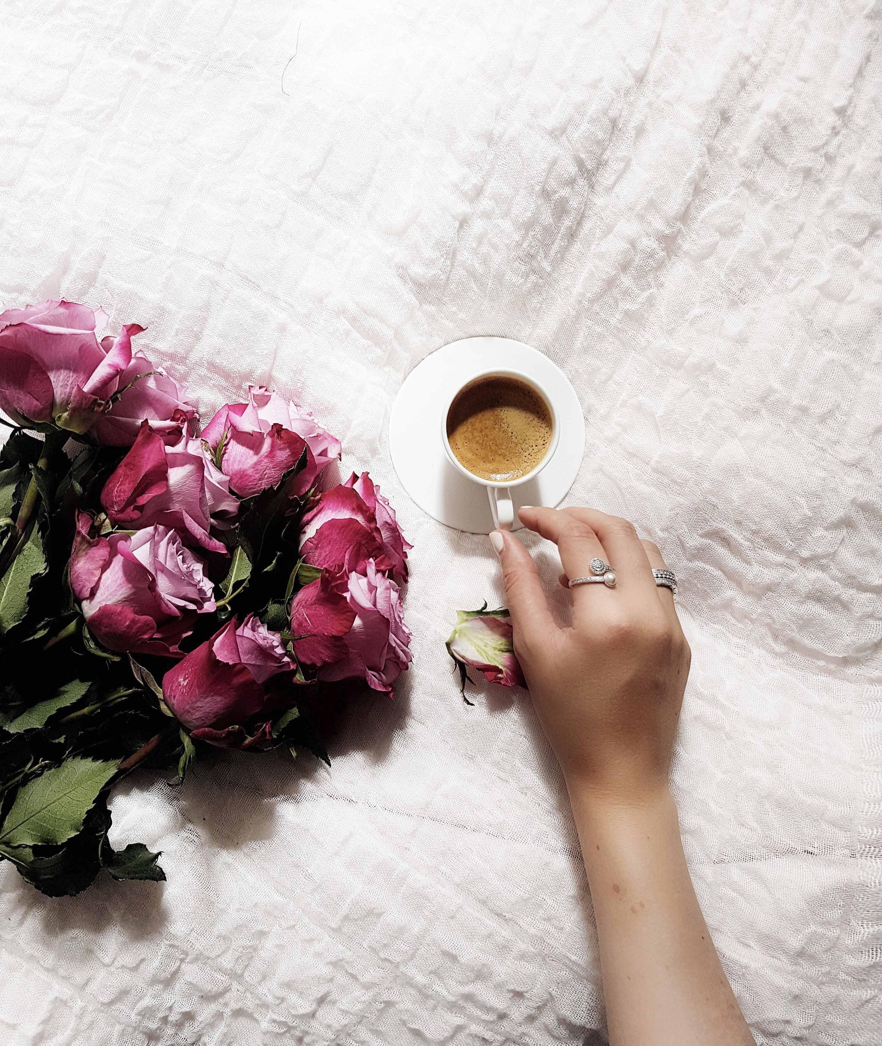 blumen zum Wochenende guter Kaffee zeit für sich Interieur zukkermädchen