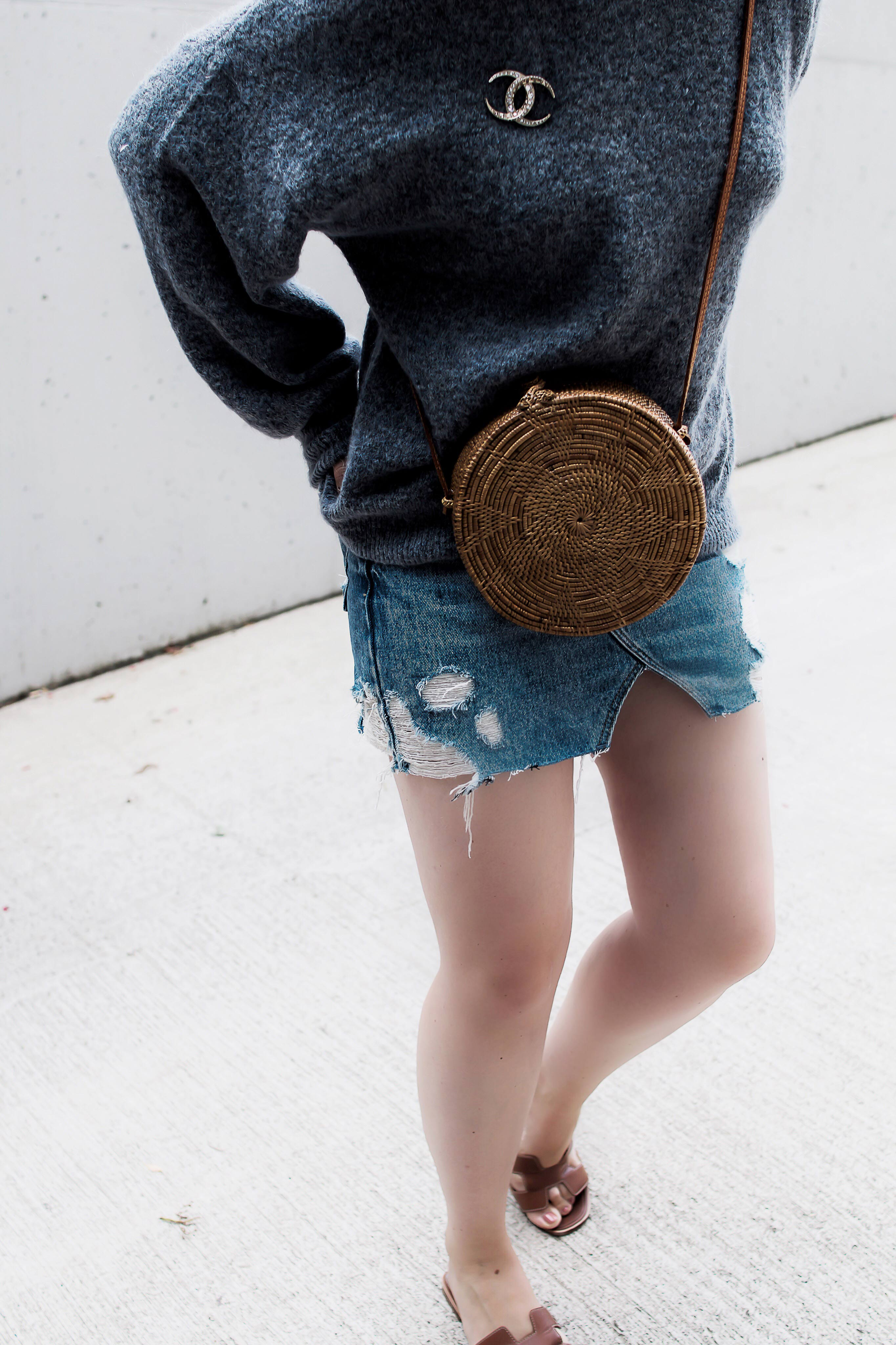 Rock denim Outfit mit Pullover im Hochsommer