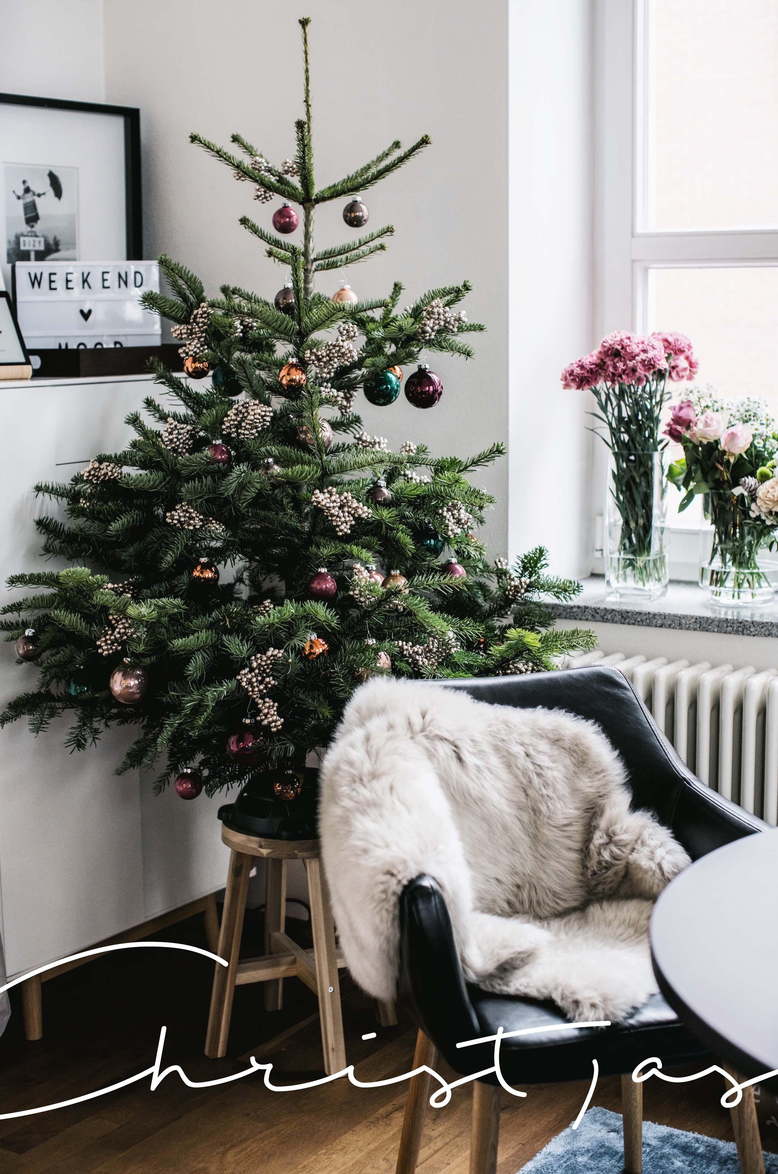 weihnachten Baum kaufen bestellen Großmutter Familie Liebe