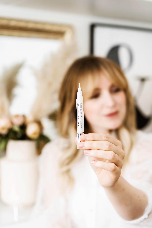 Schöne Wimpern mit dem Clinically Proven Lash Serum
