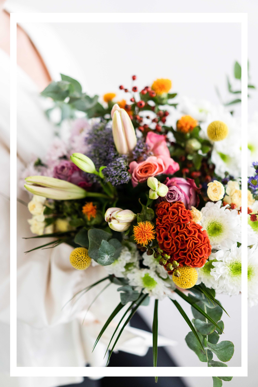 Blumenstrauss schenken und verschönern