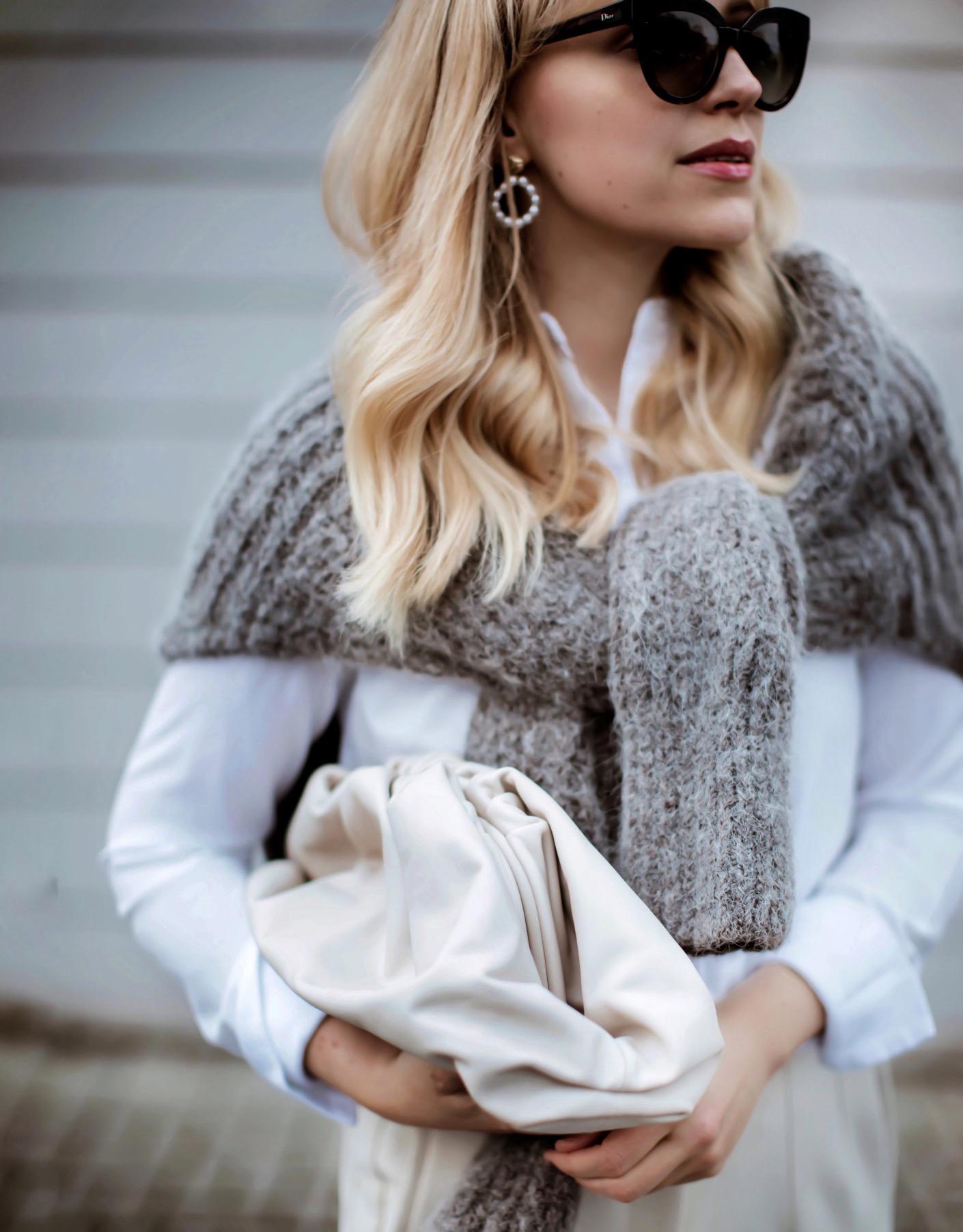 2016 Trend und 2020 auch wieder: Der Pullover über die Schulter