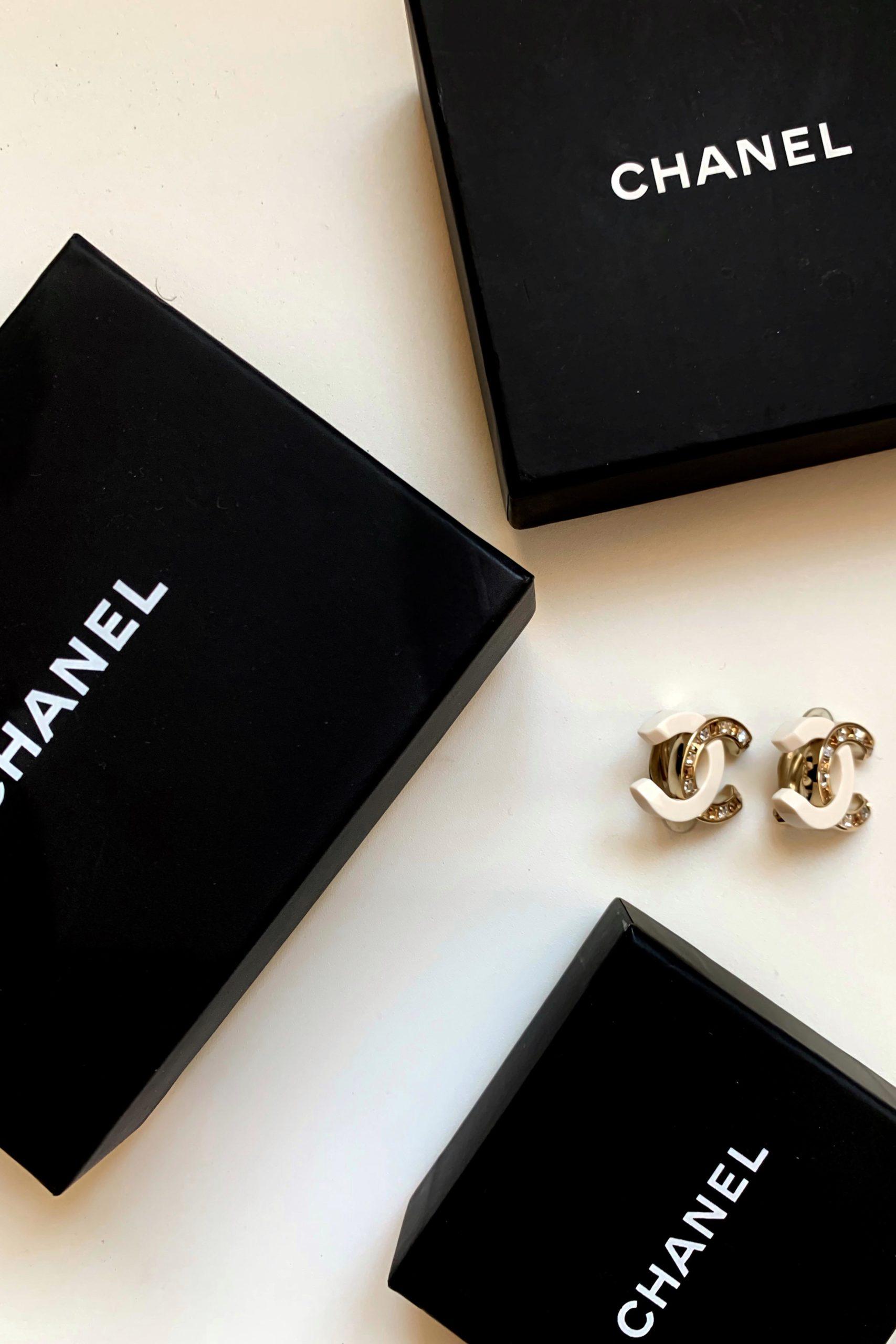 Ist der Modeschmuck von Chanel sein Geld wert