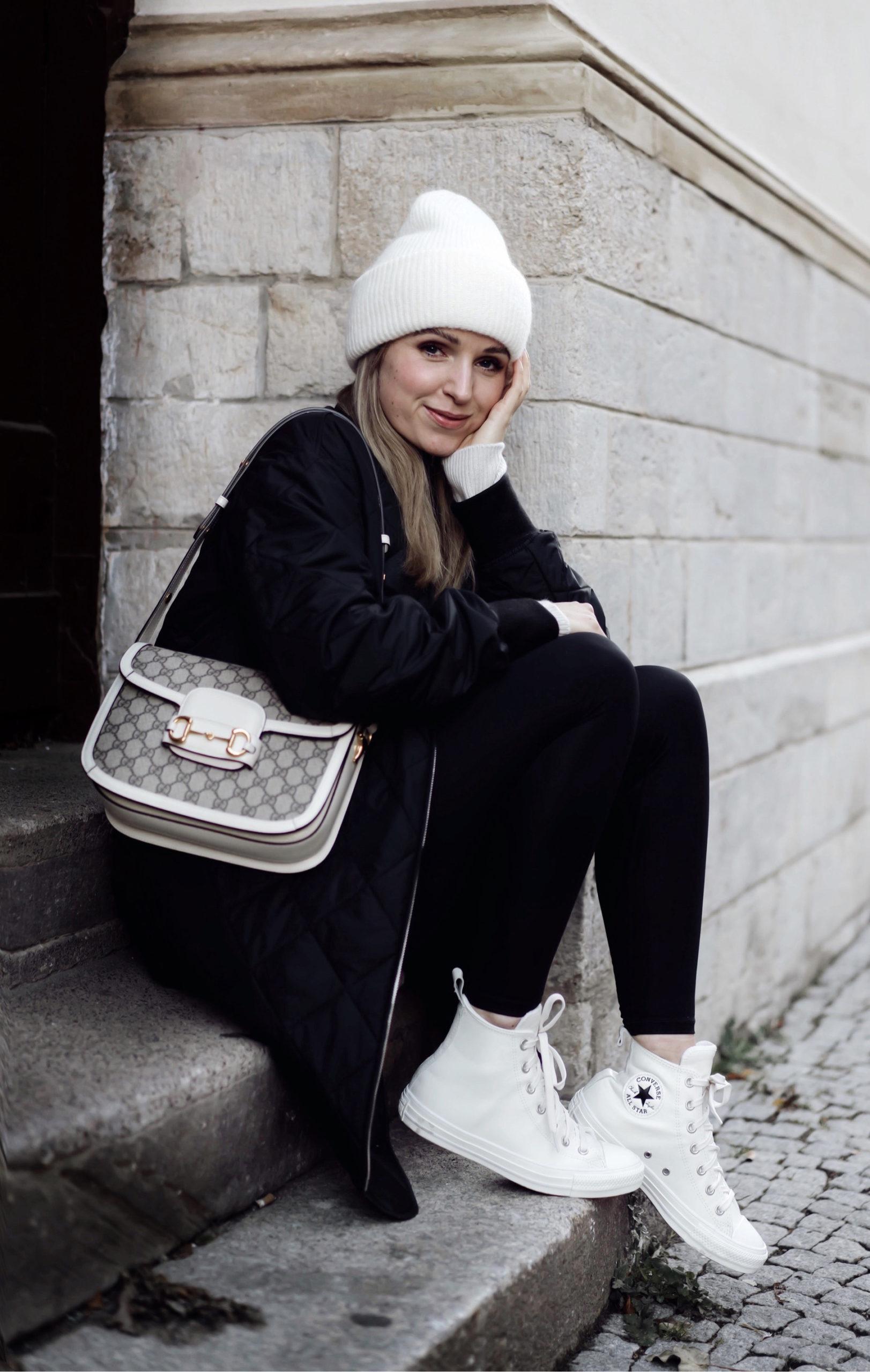 Converse Style mit Gucci Tag und Steppmantel von Arket