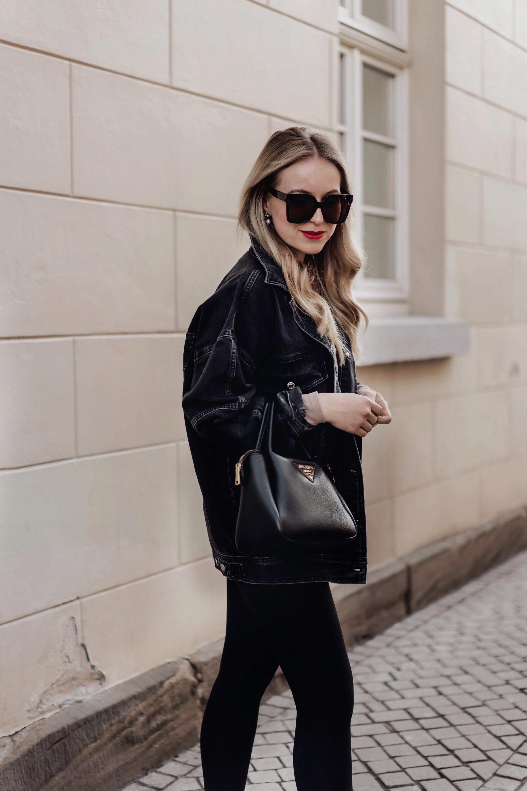 Die schwarze Oversize Jeansjacke